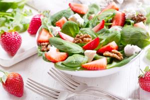 aardbeien in salade