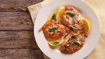 Recept gegrilde kipfilet met salie, knoflook en citroen