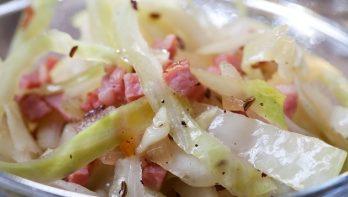 Wittekoolsalade met spek