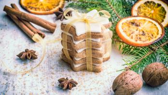 Kerstkoekjes bakken: sinaasappel-kaneel sterren