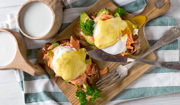 Eggs benedict maken