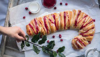 Kerstbrood met roomkaas- en cranberryvulling