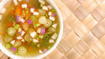 Verse groente en kruiden als alternatief voor bouillonblokje