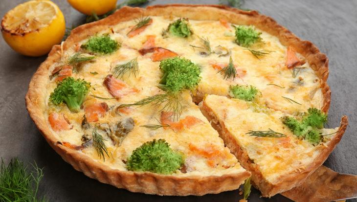 Bon appetit met deze quiche met broccoli en zalm