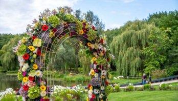 Florale kunst tijdens het bloemenfestival Bloemig!